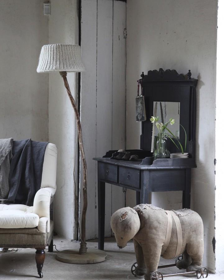houten vloerlamp met houten voet